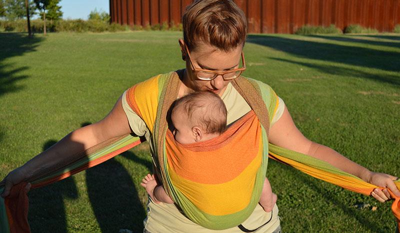 Porteo de bebé en fular tejido