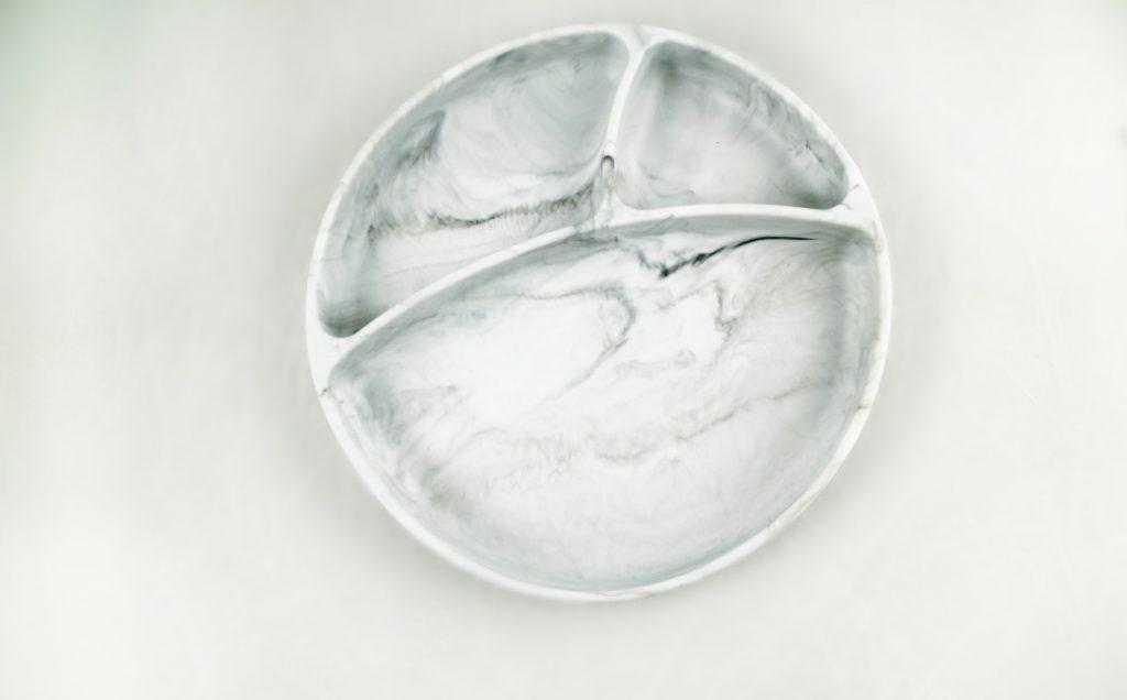 Plato Silicona Con Ventosa y Separador Mármol