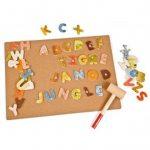Juego de clavar letras con diseño jungla, Hape