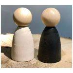 Nins-adultos-madera-clara-grapat-monetes